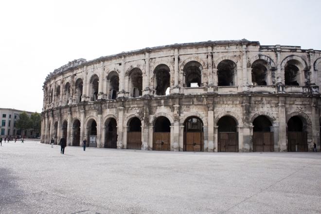 Bagian depan Arènes de Nîmes