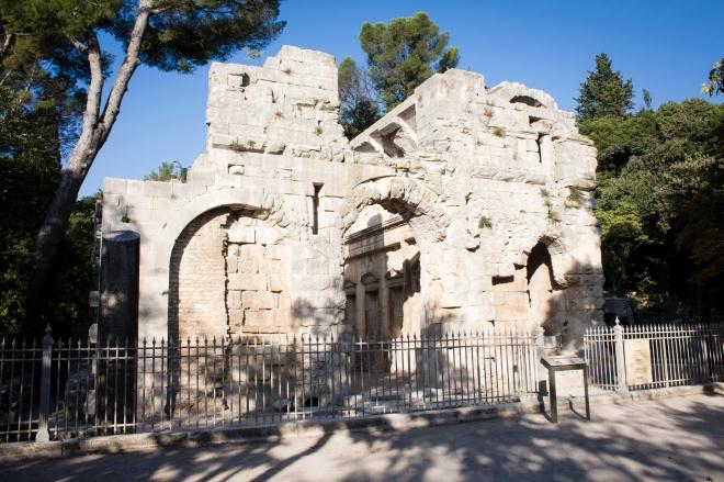 Bagian depan Le Temple de Diane