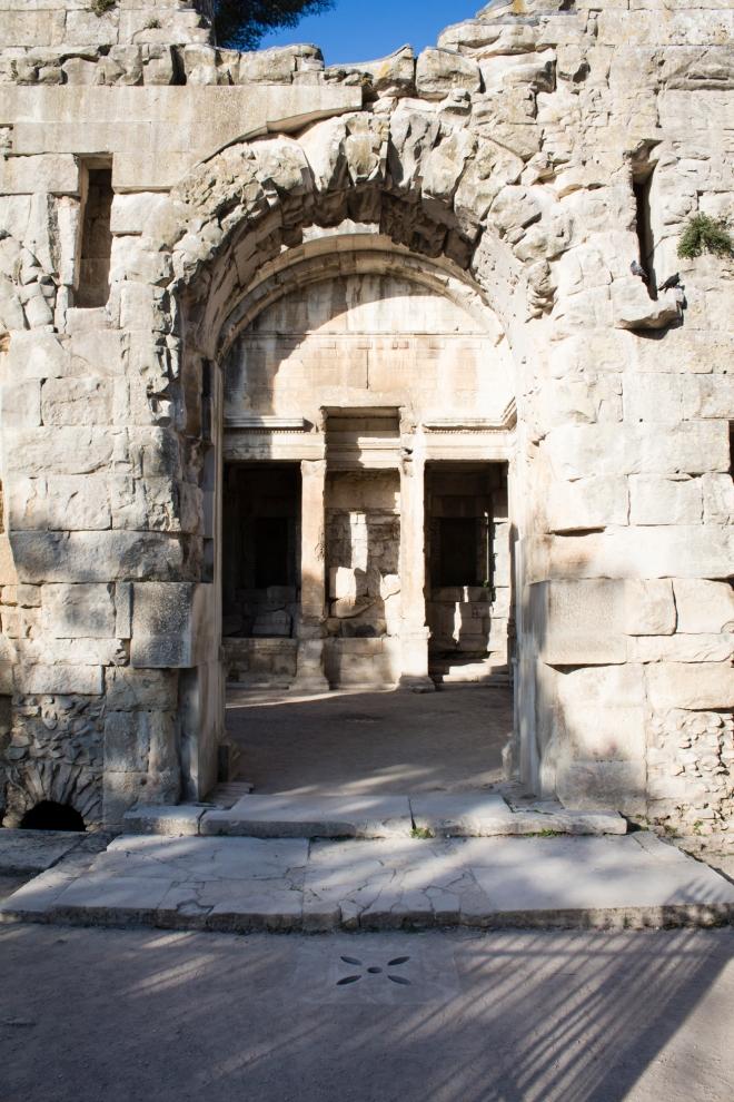 Pintu masuk Le Temple de Diane