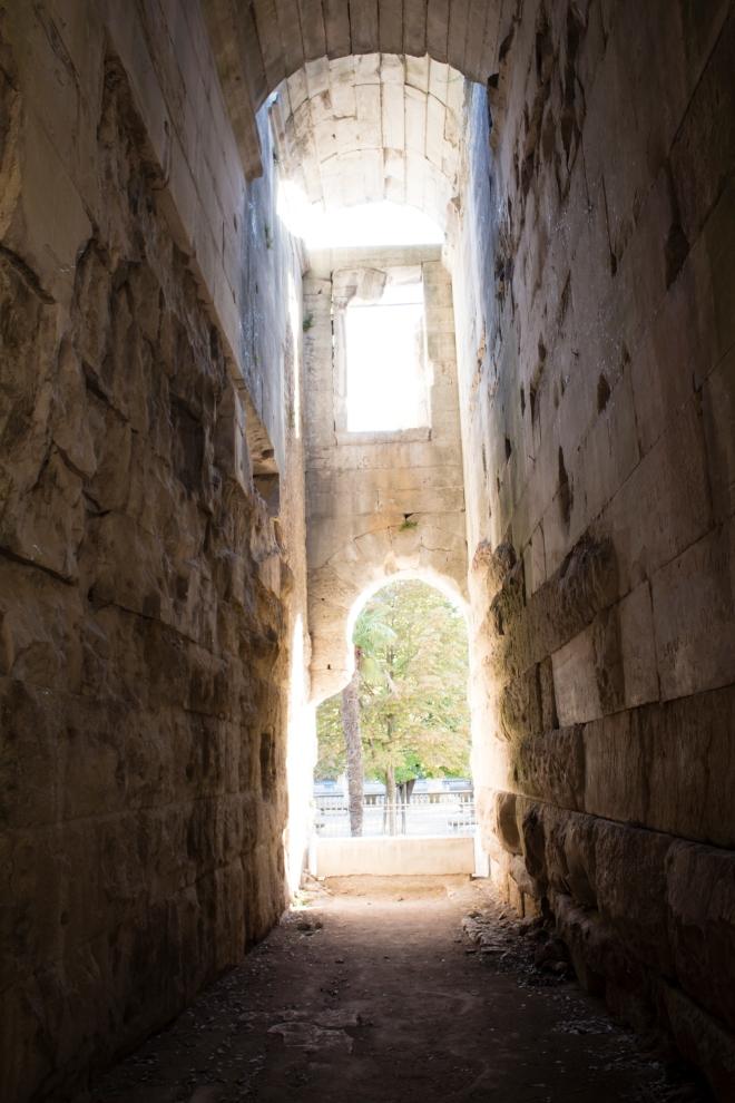 Di dalam lorong Le Temple de Diane