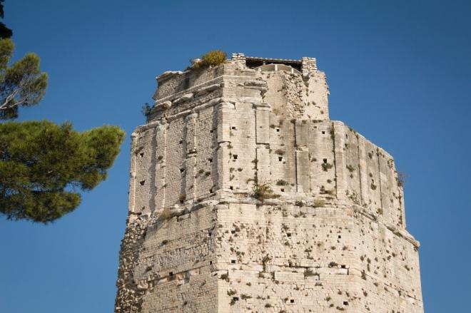 Untuk sampai ke puncak menara magne harus melewati tangga spiral maka akan mendpatlkan panorama yang bagus