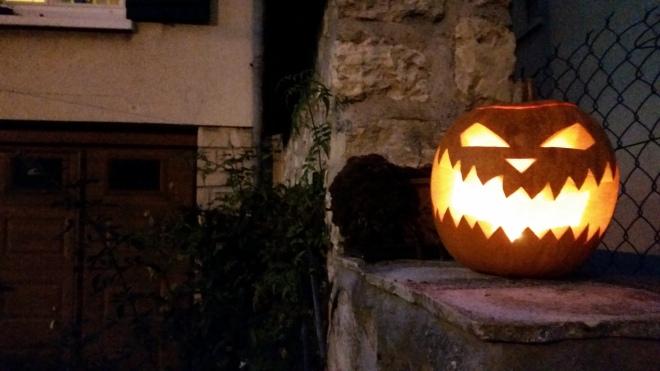 Jack-O'-Lantern akan terlihat seperti ini pada malam hari