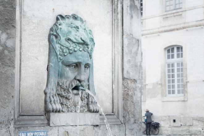 Dasar saat ini, dengan patung-patung dari Antoine Laurent Dantan.